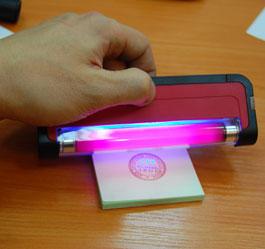 Ультра-фиолетовый фонарь в действии